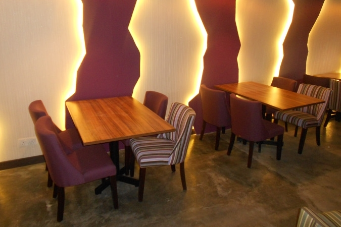 restaurants furniture Restaurant Amytheist KASHMIR CHAIR - PUBLIKA DINING TABLE