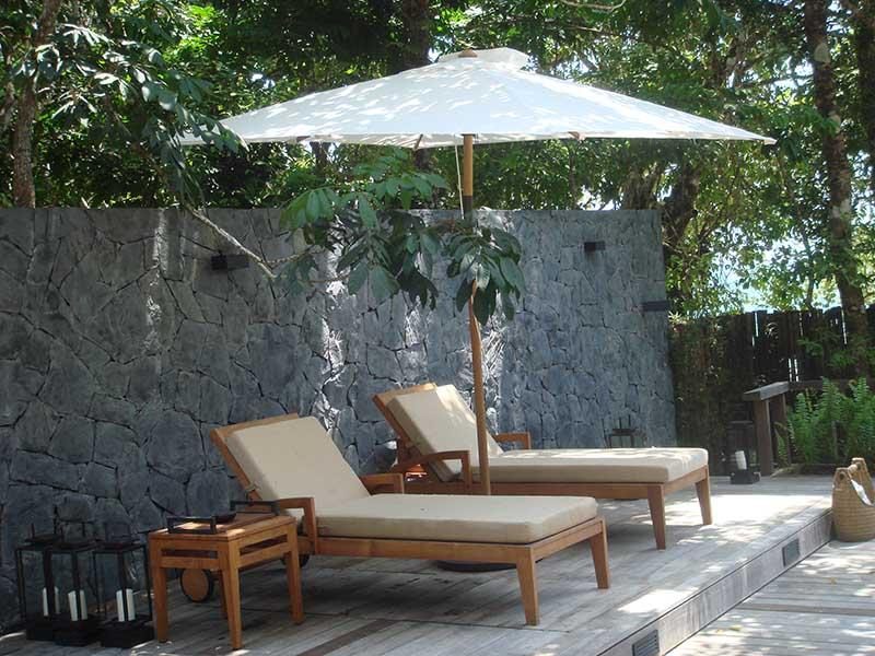 hotels furniture THE DATAI, LANGKAWI FLORENCE SUNLOUNGER - SQUARE TEAK UMBRELLA