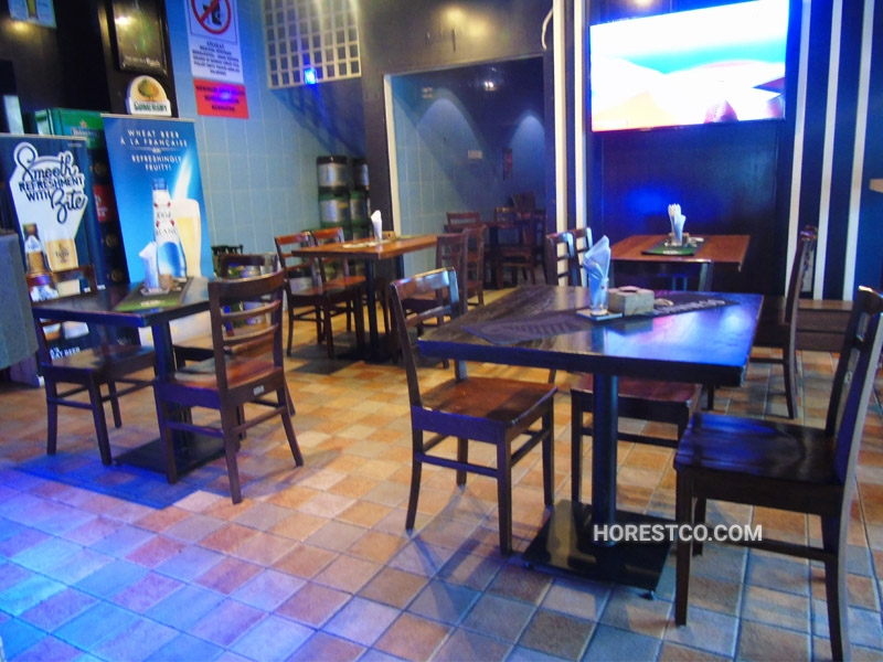 restaurants furniture TRAVELLERS BISTRO & PUB